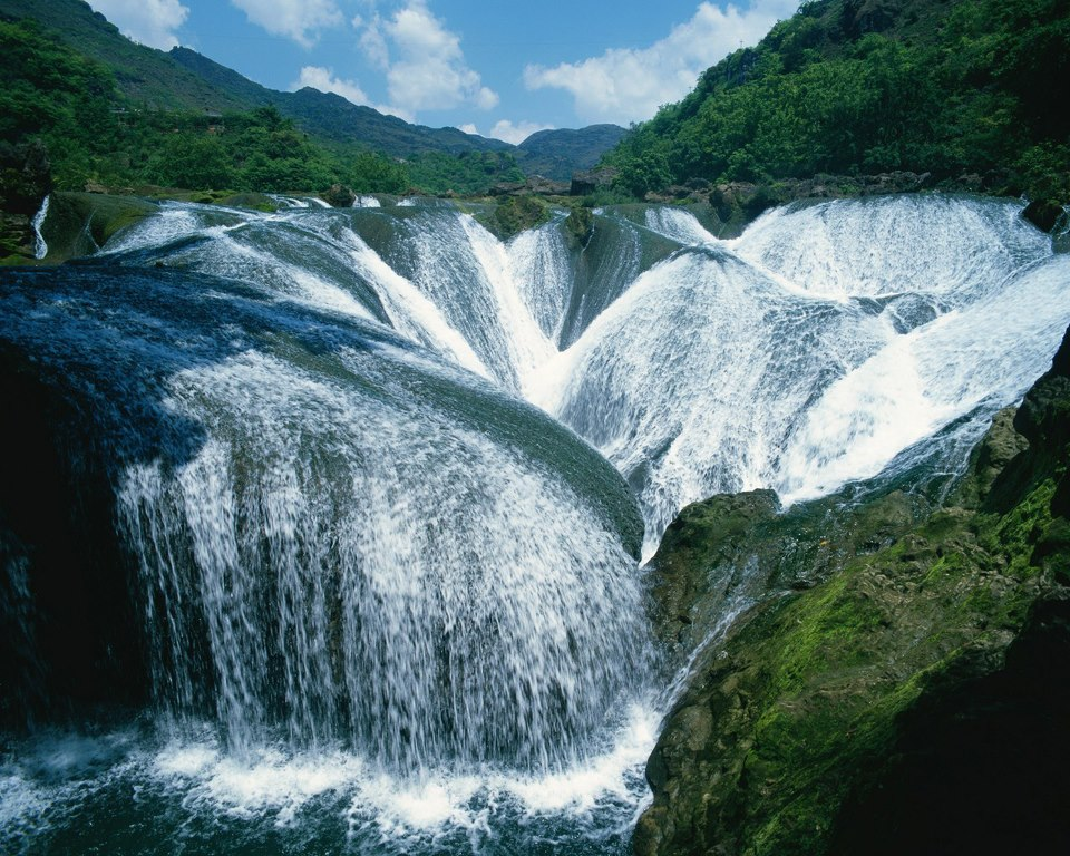 Pearl-Shoal Waterfalls China